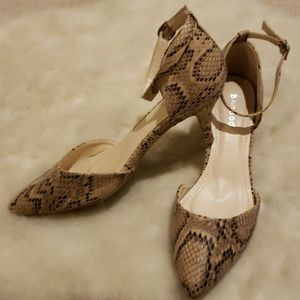 EUC tan/black snakeskin pointy-toe strap heels